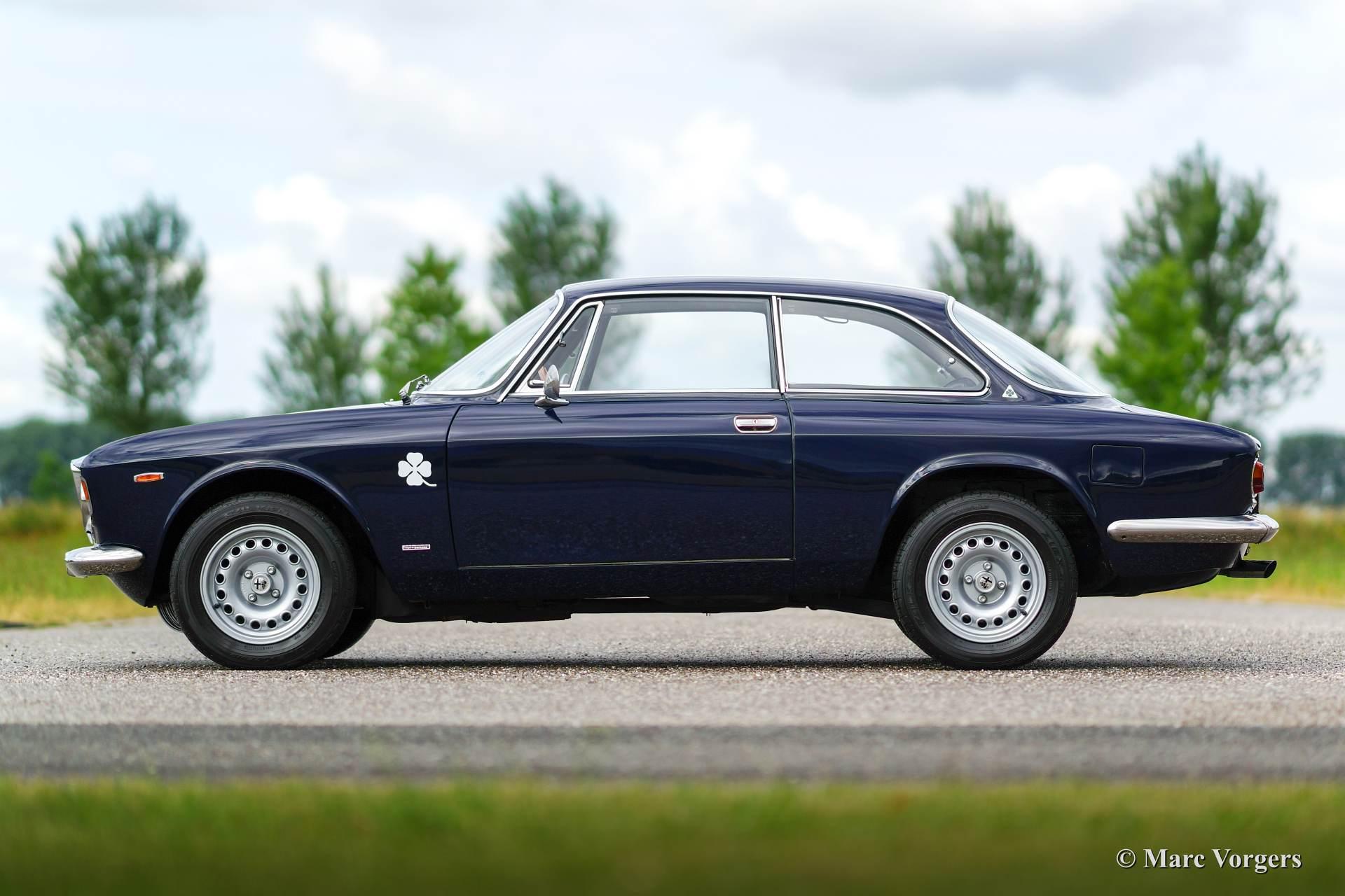 Alfa Romeo GT 1300 Junior 1969 Classicargarage DE